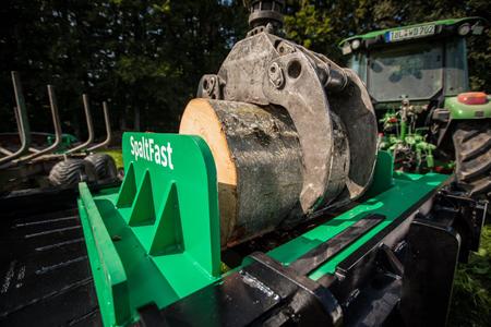 bast-ing-spaltfast-schichtholzspalter_start